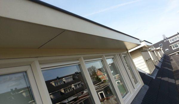 Zolderkamer met dakkappel, inbouwkast en vaste trap